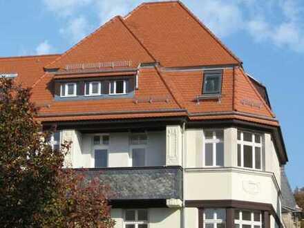 schöne 2-Zimmer-Wohnung mit Balkon im 1.Obergeschoss in sanierter Stadtvilla