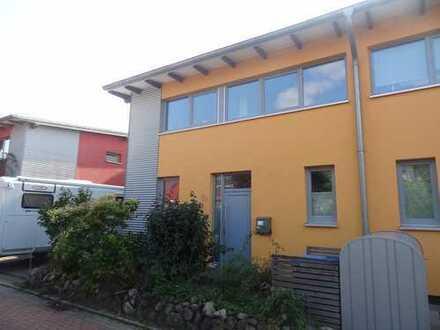 Schöne, geräumige DHH mit vier Zimmern in Randlage in Kiel,-Suchsdorf an der Au