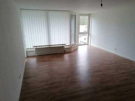 Sanierte, freundliche 3-Zimmerwohnung mit Balkon in Rösrath