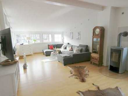 Schöne, vielseitige, große 6 Zimmer Wohnung mit EBK/Kamin/Garten/Terrasse - Hochtaunuskreis