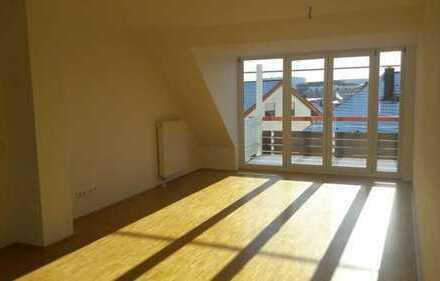 Attraktive und helle 4,5 Zimmer Maisonette Wohnung mit neuer EBK und Tiefgaragen Stellplatz
