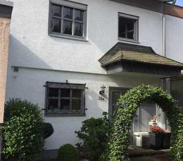 Reiheneckhaus mit fünf Zimmern, Garten und Garage
