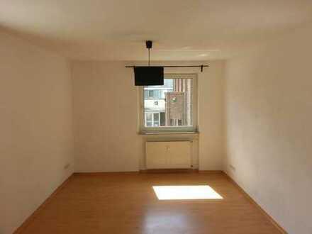 v.privat zu vermieten - zentral gelegene schöne 3-Zimmer Wohnung mit Terrasse