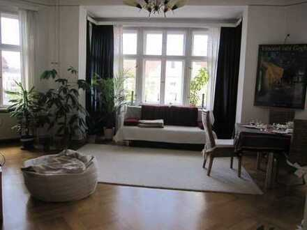 Ruhiges, helles, zentrales, möbliertes Zimmer in Friedenau-Steglitz in schöner Altbauwohnung