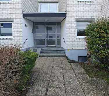 Attraktive 3-Zimmer-Wohnung mit Einbauküche und Balkon in Ernst-Lemmer-Straße, Marburg