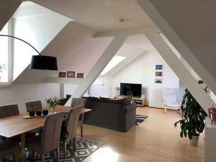 Stilvolle, geräumige 3-Zimmer-DG-Wohnung mit Balkon und EBK in Bonn