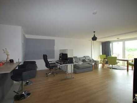 Attraktive und helle 2-Zimmer-Wohnung mit Balkon !!
