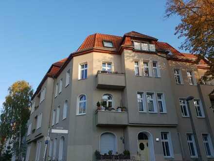Nähe Roseneck: 6-Zimmer-Traum-Altbauwohnung - bezugsfrei -
