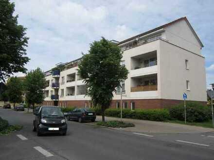 Schöne und sonnige 2 Zimmer Wohnung mit Dachterrasse im neuwertigen Zustand !