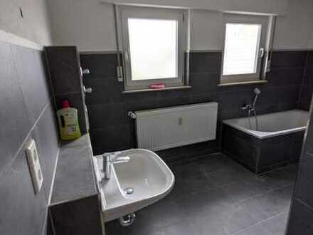 Vollständig renovierte 4,5-Zimmer-Wohnung mit Balkon und Einbauküche in Neckarbischofsheim