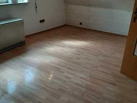 Gepflegte 2,5-Raum-Wohnung mit Einbauküche in Sachsenheim-Ochsenbach