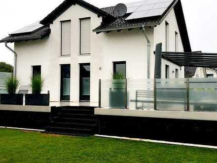 Hochwertiges, voll ausgestattetes EFH mit großer Terrasse und Garten (mit Außendusche)