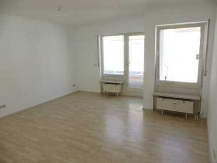 Freundliche, helle, gepflegte 4-Zimmer-Terrassenwohnung mit Balkon in Sulzbach
