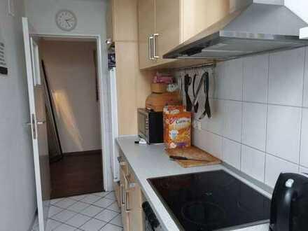 WG-Zimmer (13 m², unmöbliert) in stadtnaher 5-Zimmer-Wohnung (100 m²) in Mülheim-Broich
