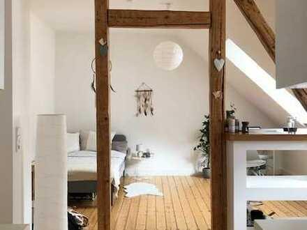 Stilvolle, geräumige 1-Zimmer-DG-Wohnung mit Einbauküche in Wiesbaden