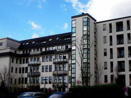 Äußerst großzügige 2-Zimmer-Wohnung in historischem Gebäude am Wickrather Schlosspark mit Balkon