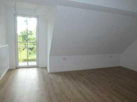 Sofort beziehbare, moderne 2 Zimmer Dachgeschoßwohnung mit Balkon