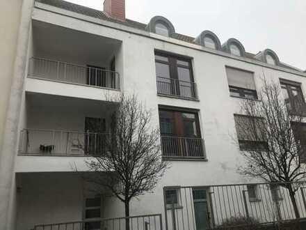 Frankfurt-Niederursel: großzügige 4-Zimmerwohnung mit Balkon