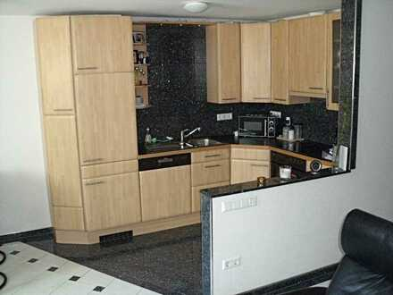 Schöne teilmöbl. zwei Zimmer-Wohnung mit EB-Küche und designer-BAD/WC