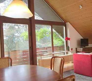 Modernisierte, möblierte 3-Zimmer-Dachgeschosswohnung mit Balkon und Einbauküche in Haßloch