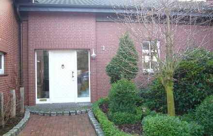## Exklusive Erdgeschosswohnung mit eig. Eingang, Wintergarten, Carport, EBK, Garten u. Terrasse ##