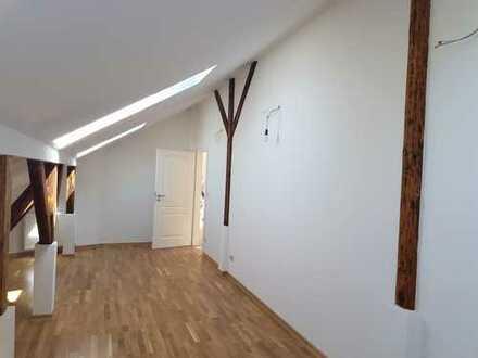 Große 5 Raumwohnung + 220m² nutzen - 130 m² zahlen!!!