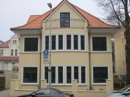Villa im Dobbenviertel mit Carport, PKW-Stellplatz + Fahrstuhl