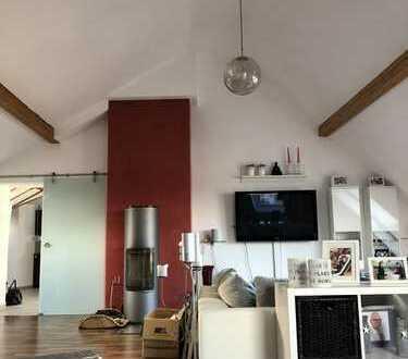 Sanierte 4-Zimmer-Dachgeschosswohnung mit Balkon und Einbauküche in Eisenberg (Pfalz)