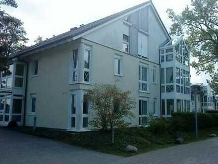 Exklusive, neuwertige 2-Zimmer-Wohnung mit Balkon inkl. Seeblick, EBK und Bootssteg in Zeuthen