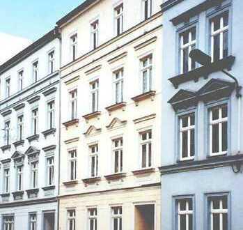 Familienwohnung mit Balkon und grünem Hof im Zentrum