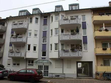 Gepflegte Wohnung mit drei Zimmern und Balkon in Karlsruhe Oststadt