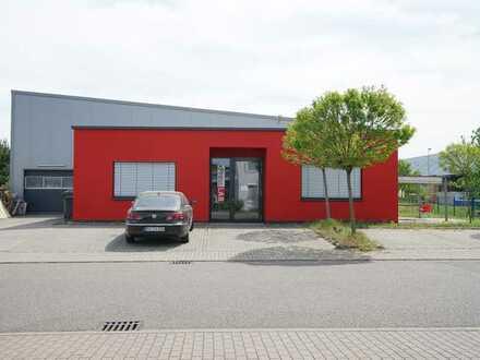 Erweiterbare Produktionshalle mit Bürogebäude