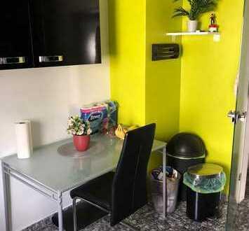 Exklusive, geräumige und modernisierte 4-Zimmer-Wohnung mit Balkon und Einbauküche in Kornwestheim