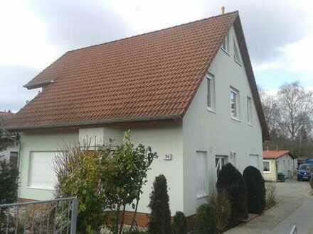 Einfamilienhaus 152 m2 mit Balkon, Doppelcarport und Garten
