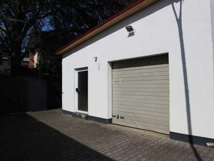 Kleine Lagerhalle mit Rolltor und seperater Eingangstür im Gewerbemischgebiet von Griesheim
