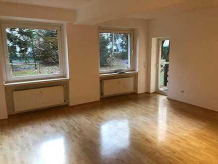 Termin verschoben: Ruhige Wohnung am Stadtwald mit Balkon und großem Wohnzimmer in Lindenthal, Köln