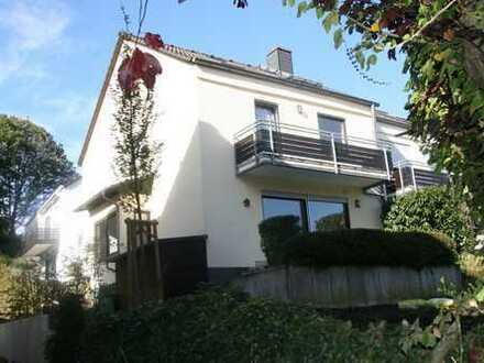 Schönes, geräumiges Haus mit fünf Zimmern - Nice semi-detached house for a family