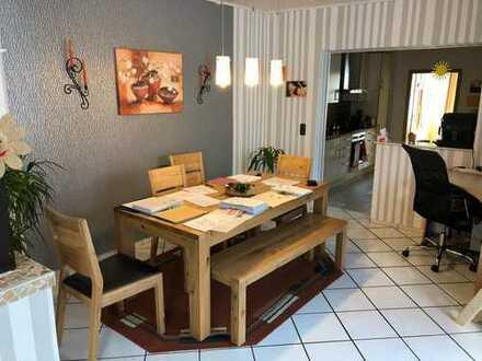 Renovierte Erdgeschosswohnung mit Garage und Stellplatz in Miesenheim