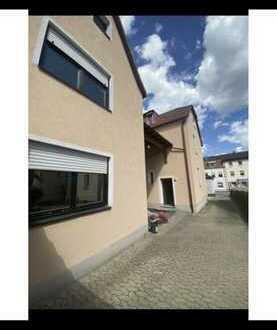 Sanierte 4-Zimmer-Wohnung mit Balkon und Einbauküche in Zirndorf