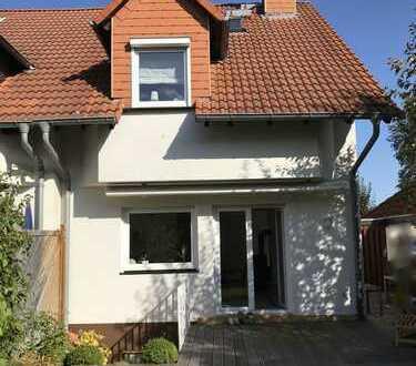 Schöne Doppelhaushälfte in zentraler Lage von Neu-Anspach