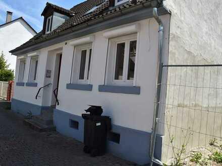 Kleines, komplett renoviertes Einfamilienhaus mit ca. 105m² Wfl.