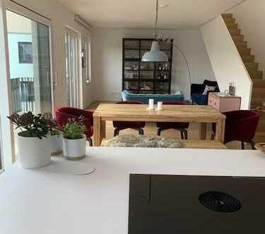 Neubau: Luxuriöse 5-Zimmer-Dachterrassen-Wohnung auf 2 Ebenen mit hochwertiger Einbauküche