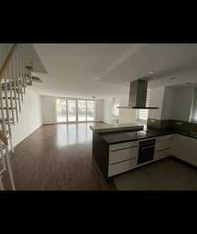 Neuwertige 5,5-Raum-Wohnung mit Balkon und Einbauküche in Leonberg