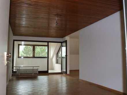 Frisch renovierte 3,5 Zimmerwohnung mit Wintergarten und Einbauküche