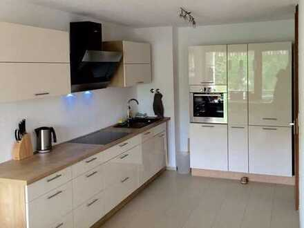 Hochwertig sanierte, moderne, voll möblierte 2,5-Zimmer-Wohnung mit Balkon