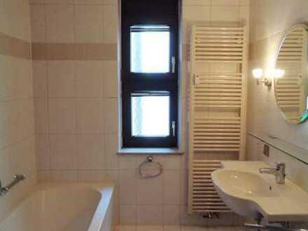 Exklusive, gepflegte 5-Zimmer-Wohnung mit Balkon und EBK in Stuttgart