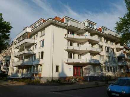 SCHWACHHAUSEN-Barkhof: Große 4-Zi.-Whg. mit zwei Balkonen