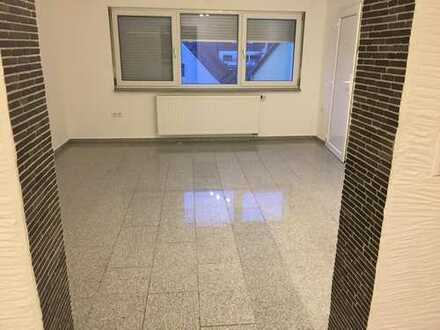 Vollständig renovierte 4-Raum-Wohnung mit Balkon in Neumarkt