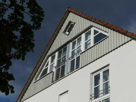 Köngen: Moderne 2-Zimmer-Dachgeschoss Wohnung mit besonderem Flair