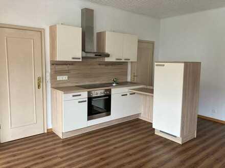 Vorab-Angebot vor Renovierung: Tolle 2- Raum Wohnung in Innenstadtlage mit Garten